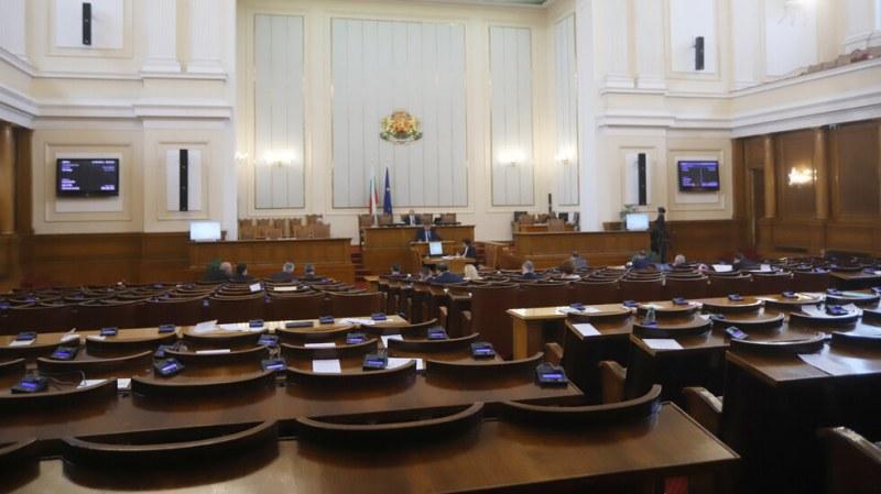Парламентът започва да се пълни с новите депутати! Какви са техните заявки?