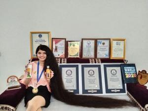 Момичето с най-дългата коса в света я отряза и дари