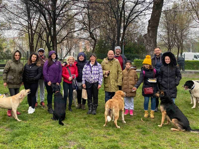 """С демонстрации откриха площадка за разходка на кучета в """"Тракия"""