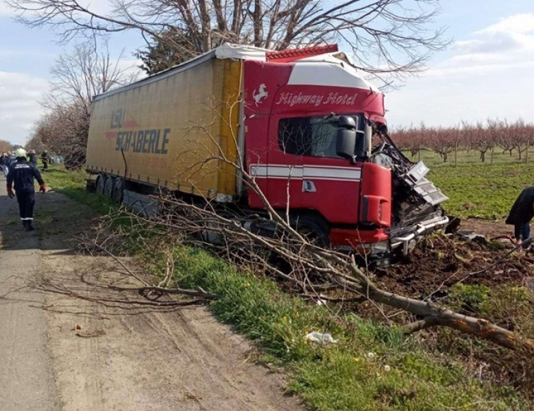 Шофьорът, причинил катастрофата край Айтос, остава в болница