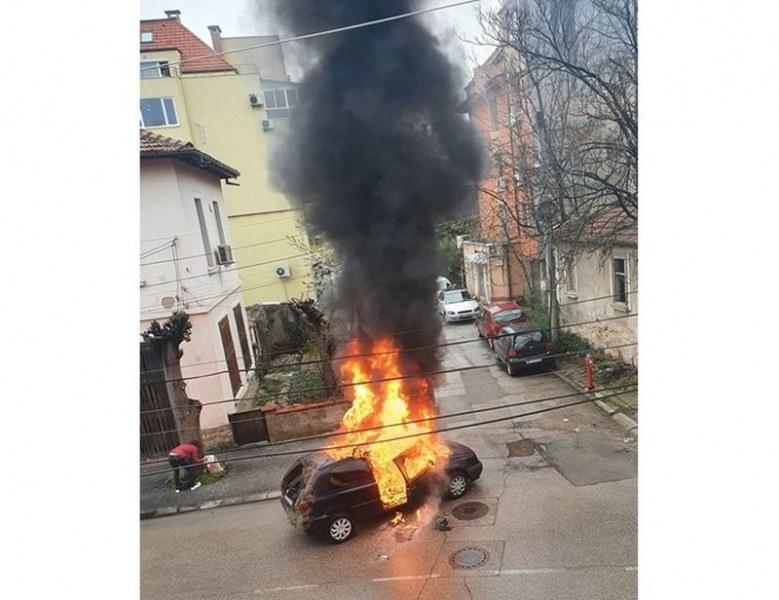 Кола пламна в движение във Враца