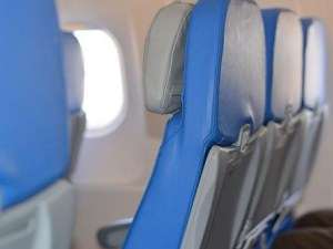 Празна седалка в самолета пази от COVID-19