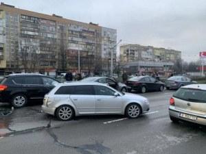 Верижна катастрофа в София! Шест коли се нанизаха