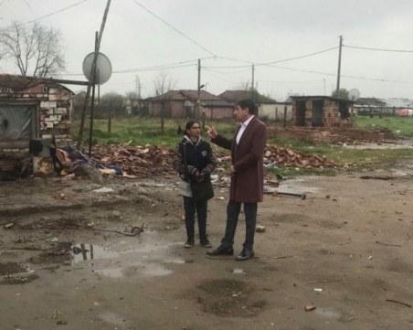 Събарят незаконни ромски постройки в Стамболийски