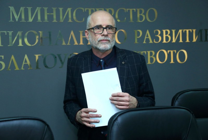 Проф. Асенов от АПИ е участвал в катастрофата край Микре, в която загина семейство