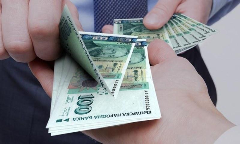 Служителка в офис за кредити в Сопот изтегли 40 бона от името на клиенти