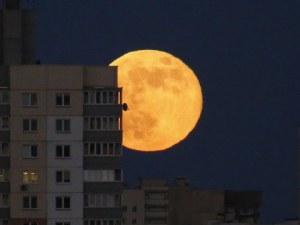 Супер Луна огрява небето след седмица