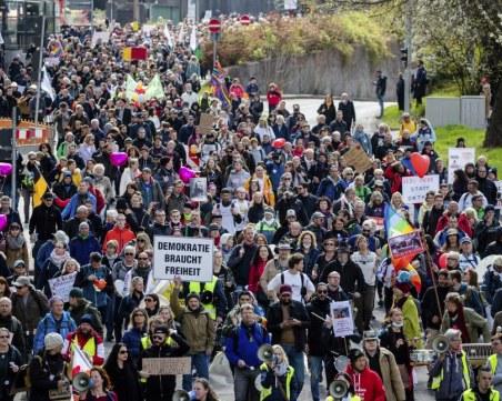 Полицията влезе в сблъсък с протестиращите срещу COVID мерките в Германия