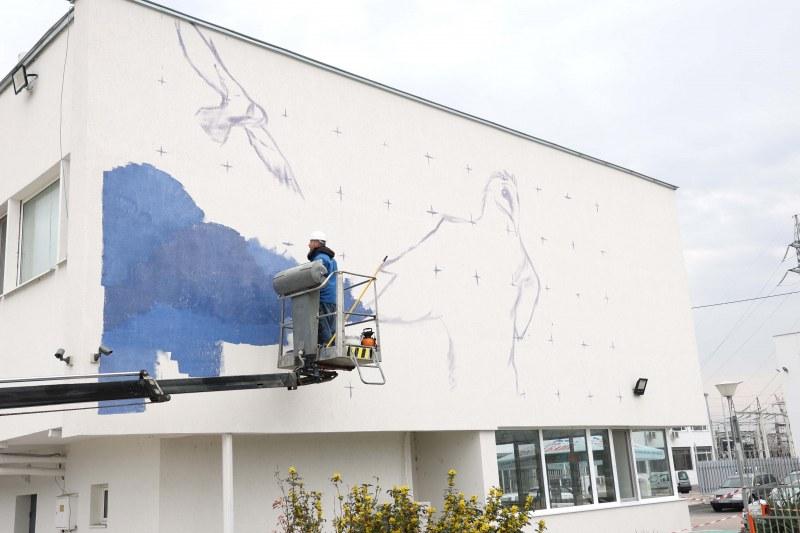 Брадат лешояд краси фасадата на Топлофикация в Пловдив