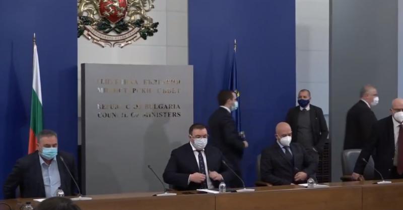 Министър Ангелов: България излиза от третата вълна на COVID-19! Мерките ще останат още два месеца