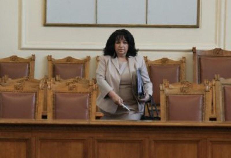 Напрежение в пленарна зала, наказаха дисциплинарно депутат