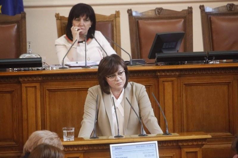 Нинова срещу Цонев: Каза ми да оттегля предложението за мораториума, имало концесии на плажове