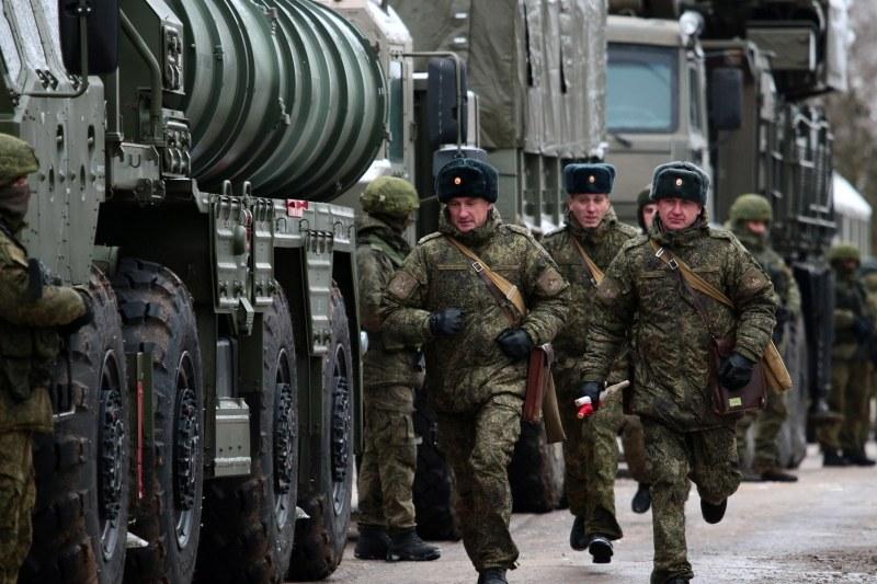 Русия прибира войските си от границата с Украйна