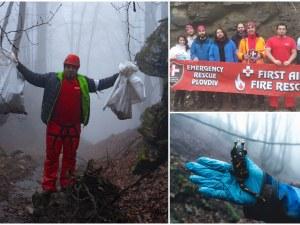 Доброволци извадиха 1 тон отпадъци от дере в Родопите