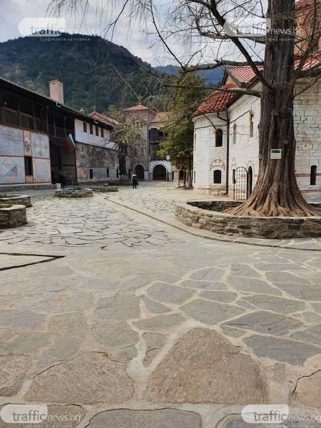В навечерието на Великден: Бачковският манастир подпомага бездомни хора