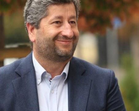 Христо Иванов: Не сме вдигнали заплатите на депутатите до 10 000 лева, сложихме им таван