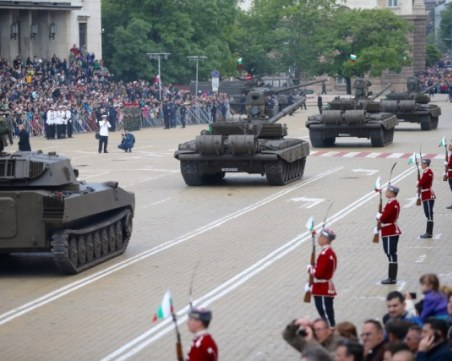 Отменят военния парад в София на 6 май