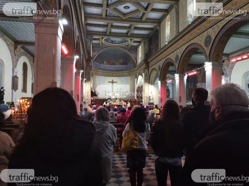 Съобщиха COVID-19 мерките, които ще трябва да спазваме в църквите за Великденските празници
