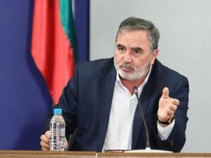 Кунчев: Излизаме от третата вълна, но пандемията остава непредвидима