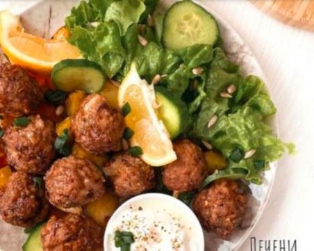 Идея за бърз обяд или вечеря: Печени кюфтета с кашкавал и зеленчуци