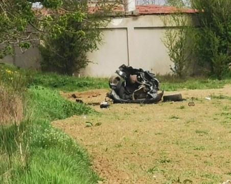 Кола се разцепи на две при удар в дърво в Благоевградско, шофьорът загина