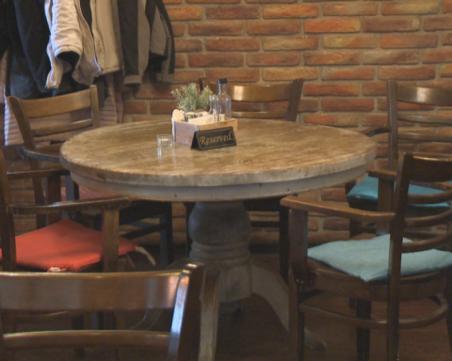 Жестока глоба за пловдивски ресторант! Сервитьорка не дава касова бележка на данъчни за таратор и ориз