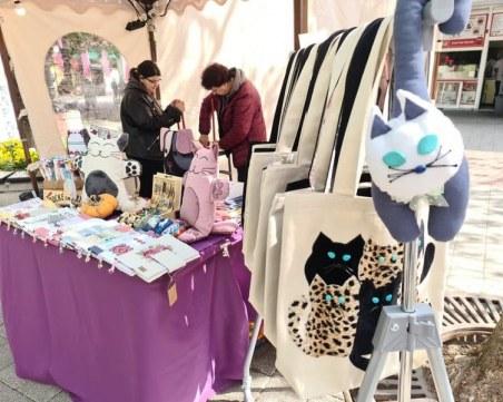 Котки във всякакви варианти на Великденския базар Капана