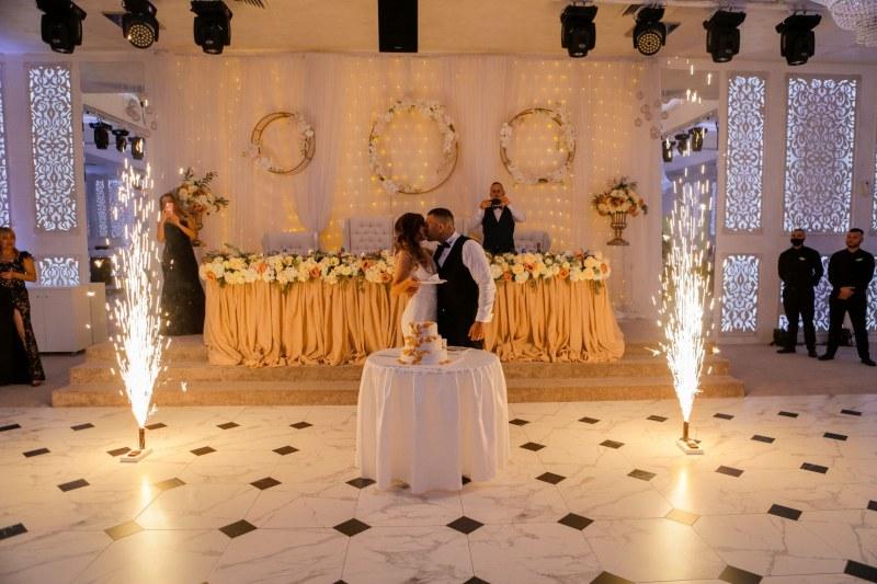 Младоженци от Пловдив: Ние също сме хора и искаме да празнуваме нормално