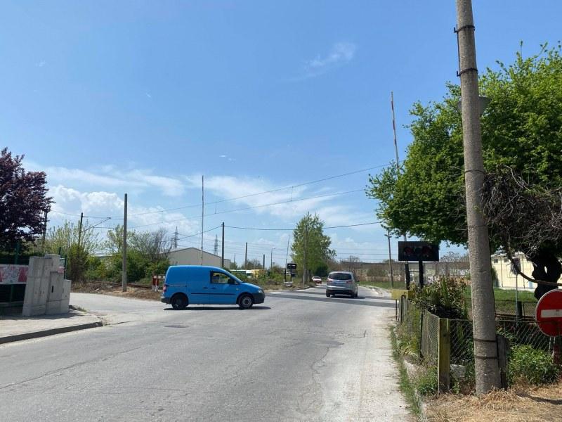 Полицай заплаши с арест жп служителка в Пловдив, наредил й да вдигне бариерата при идващ влак