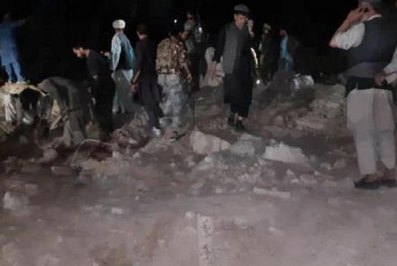 Взрив на кола бомба уби най-малко 30 души в Афганистан