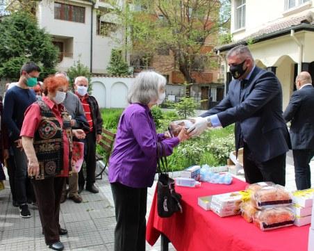 Раздадоха 300 козунака в пловдивския район