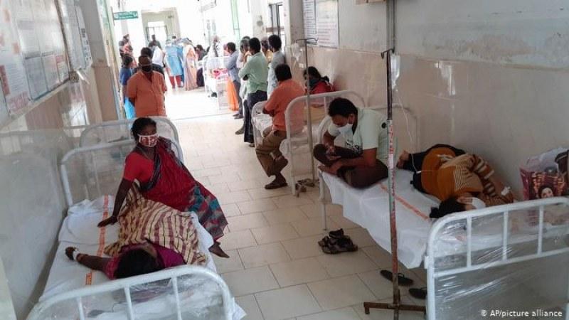 Индия с нов черен рекорд! Болниците и моргите не смогват