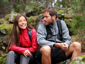10 начина, по които да разбереш дали приятелчето ти всъщност не е хлътнало по теб