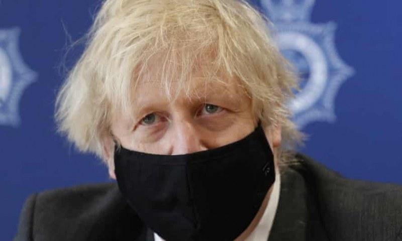 Великобритания обмисля да отмени социалната дистанция