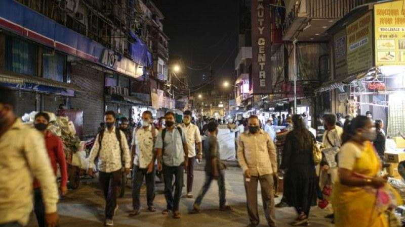 Обмислят пълен локдаун в Индия, новите случаи - над 350 хиляди души