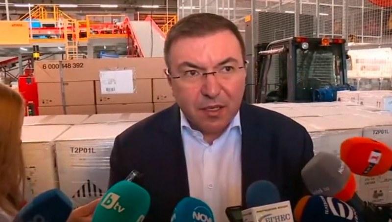 Здравният министър: Зелените коридори за ваксинация остават