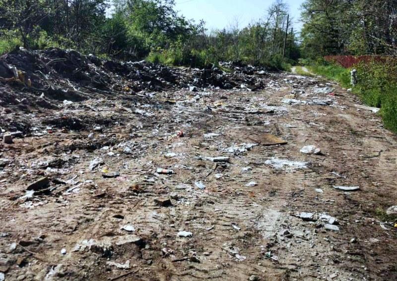 Поредно незаконно сметище в Пловдив! От