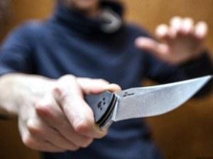 Психичноболен мъж заплаши с нож продавачка в Пазарджик