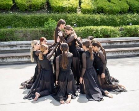 Талантливи момичета събраха погледите с танци в центъра на Пловдив
