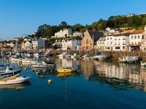 Франция заплашва да спре тока на остров Джърси, британски военни кораби патрулират