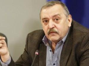 Проф. Кантарджиев: Моля хората, които се връщат от чужбина, да не събират веднага родата