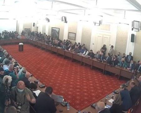 Скандал в Комисията за ревизията: Манолова искат тест за наркотици на бизнесмена Илчовски