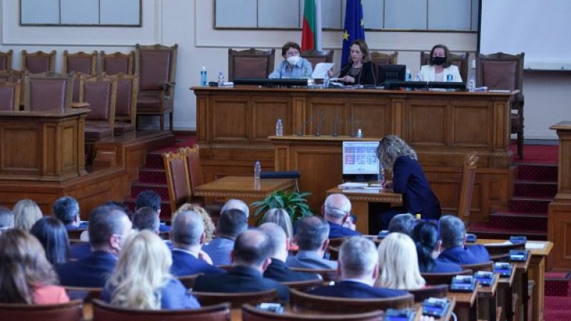 Депутатите задължиха Министерския съвет да се яви в парламента