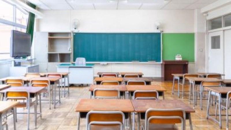 Връщат някои ученици по-рано в клас