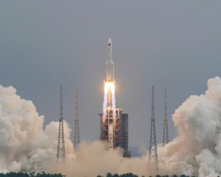 Китайската ракета пада на Земята в 2:30 часа тази нощ