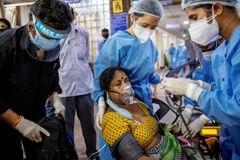 Индия премина 4000 починали за ден от COVID-19