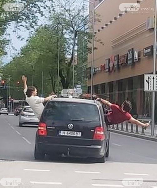 Предозиране: Младежи с шуменска кола с идиотско изпълнение в Пловдив