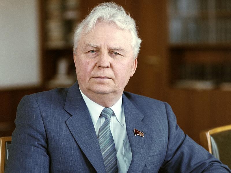 Почина дясната ръка на Михаил Горбачов - Егор Лигачов