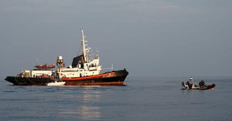 Лодки със стотици мигранти акостираха на остров Лампедуза