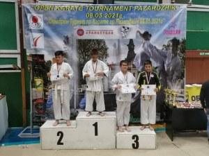 Пловдивски клуб завоюва 21 медала на турнир по карате в Пазарджик